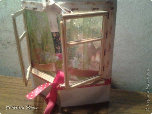Хотелось сделать новогоднюю открытку,а получился мини домик.Его можно использовать как упаковку,обертку для пакетика конфет,маленького подарочка,а можно просто поставить под елочку,рядом с Морозиком и Снегурочкой. фото 2