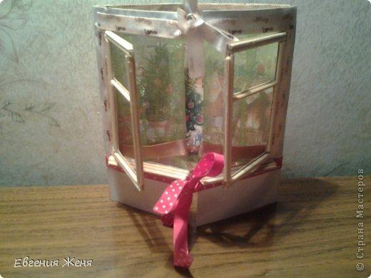 Хотелось сделать новогоднюю открытку,а получился мини домик.Его можно использовать как упаковку,обертку для пакетика конфет,маленького подарочка,а можно просто поставить под елочку,рядом с Морозиком и Снегурочкой. фото 1