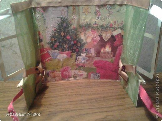 Хотелось сделать новогоднюю открытку,а получился мини домик.Его можно использовать как упаковку,обертку для пакетика конфет,маленького подарочка,а можно просто поставить под елочку,рядом с Морозиком и Снегурочкой. фото 4