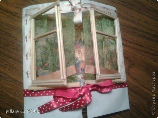 Хотелось сделать новогоднюю открытку,а получился мини домик.Его можно использовать как упаковку,обертку для пакетика конфет,маленького подарочка,а можно просто поставить под елочку,рядом с Морозиком и Снегурочкой. фото 5