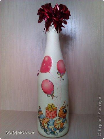 Здравствуйте! За вечер сделала декупаж на бутылке. Пожалела, что больше не было тары, потому, что муза была вчера в ударе. Сделана в подарок родителям 8-летней девочки, племяшки мужа.  фото 7