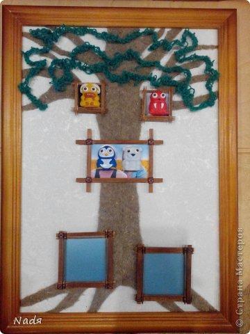 Вот такой подарок я решила сделать подруге не день рождения. За идею спасибо Наталье Павловой http://luckytoys.ru/index.php/mclass/view/46/kak_sdelat_genealogicheskoe_derevo_svoimi_rukami_1024.html Так как фото родителей подруги у меня не оказалось, оставила рамочки пустыми. Фотки можно потом вставить, через верх. фото 2