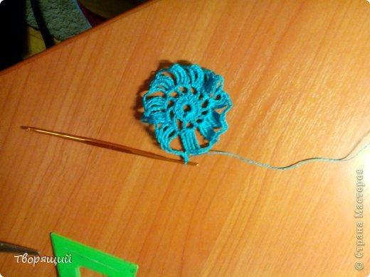 Недавно научилась вязать крючком, на уроке технологии мы делали оригиные цветочки, хочу показать и вам как их делать. фото 13