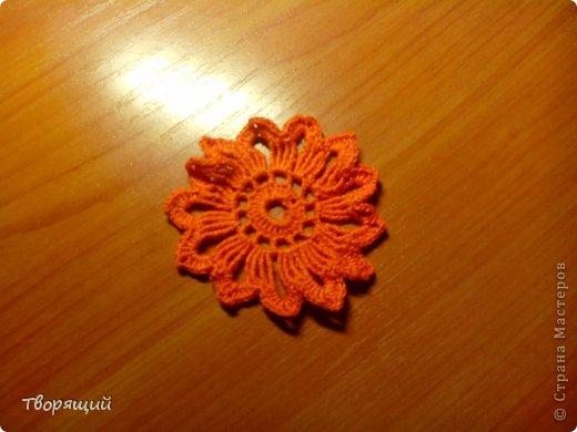 Недавно научилась вязать крючком, на уроке технологии мы делали оригиные цветочки, хочу показать и вам как их делать. фото 20