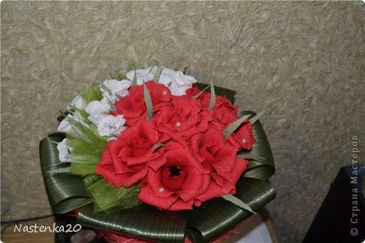 Попросили сделать букет на юбилей 75 лет. 21 розочка и в них конфетки.  фото 2