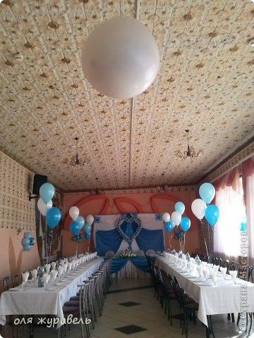 наш второй опыт в украшении свадьбы...По мне, так синий цвет к этому интерьеру не очень подходит... Но именно этот цвет выбрала невеста, несмотря на мои уговоры... фото 6