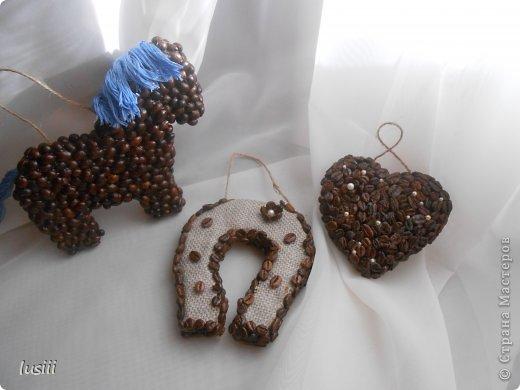 Здравствуйте!!! Сегодня у меня три кофейные работы. Лошадка символ будущего года,сердце и подкова. Приятного просмотра!!! фото 1