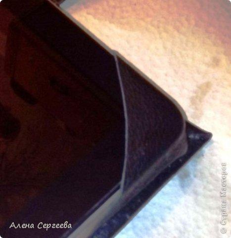 Здравствуйте! Сегодня я к вам с обложкой для планшетного компьютера. В основе обложки плотный картон, обтянутый натуральной кожей и застежка-ремень фото 5