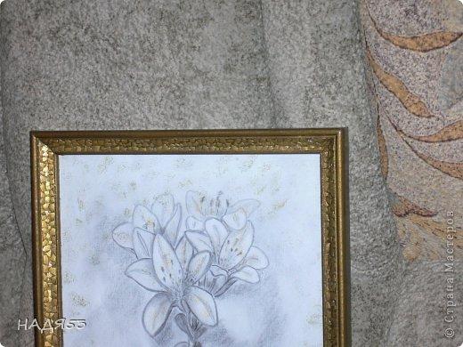 Деревянная рамочка обклеена яичной скорлупой и покрашена сначало коричневой краской потом античное золото,а по скорлупе чуток сусальное. фото 3