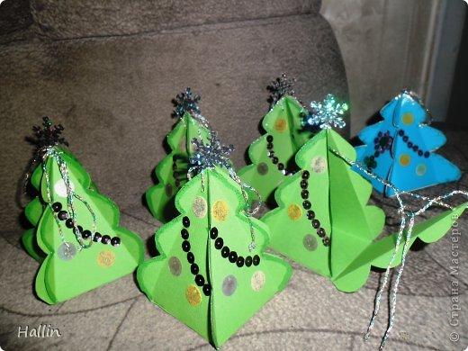 Наши ёлочки для подарков.  Но фото не может передать всей красоты! Ёлочки переливаются, снежок и ангелок беленькие и блестят!  фото 5