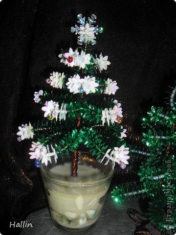 Наши ёлочки для подарков.  Но фото не может передать всей красоты! Ёлочки переливаются, снежок и ангелок беленькие и блестят!  фото 3
