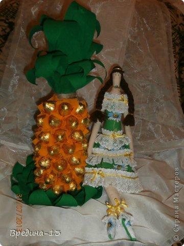 Моя первая и единственная кукла-тильда, которая шилась специально подруге на день рождения в пару к ананасу. фото 2