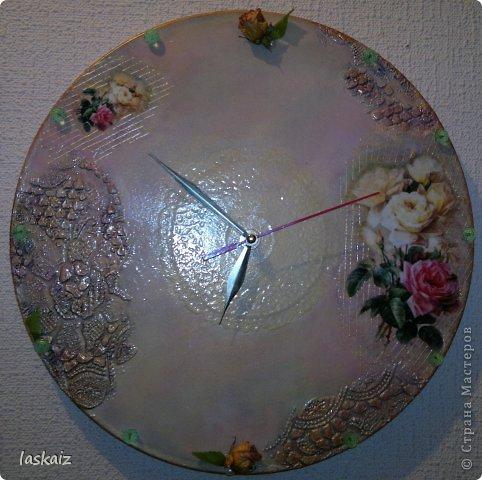 Добрый вечер!!! Часы на пластинке (есть и у меня немного таких ценностей). Рисовая бумага, шпатлевка,художественная подрисовка,контуры, стразы, засушенные розочки фото 1