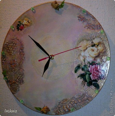 Добрый вечер!!! Часы на пластинке (есть и у меня немного таких ценностей). Рисовая бумага, шпатлевка,художественная подрисовка,контуры, стразы, засушенные розочки фото 2