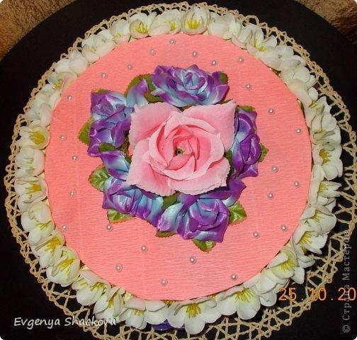Вторым тортом из конфет я осталась довольна!)))Очень старалась)))Надеюсь вам тоже понравится))) фото 1