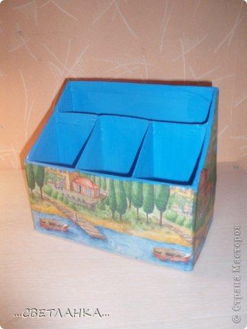 карандашница состоит из 3 коробок от молока и одной коробки от готовых завтраков несквик!!! внутри покрашена синей краской, сверху декупаж салфеткой!! фото 2