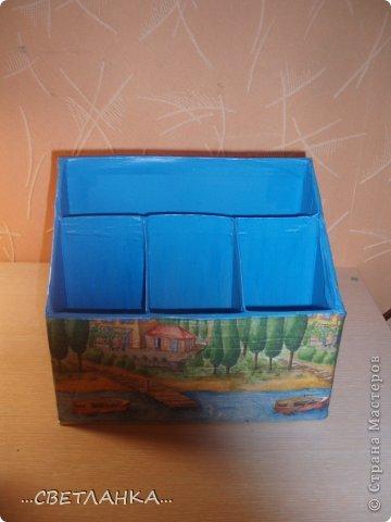 карандашница состоит из 3 коробок от молока и одной коробки от готовых завтраков несквик!!! внутри покрашена синей краской, сверху декупаж салфеткой!! фото 3
