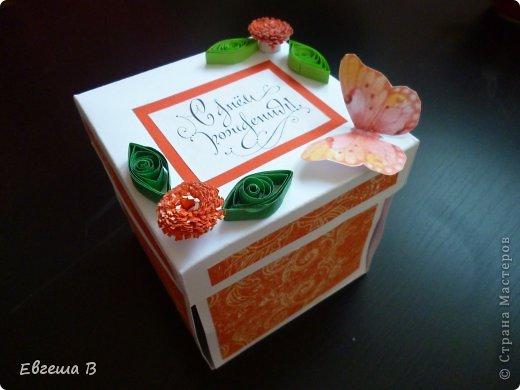 Смотрю с тоской, как жители СМ готовятся к Новому году...А мне как-то совсем никак...Вдохновения нет... Идеи, конечно, витают в голове, но как-то все мимо ))) Сотворились две коробочки Magic Box (люблю я их), но не очень я ими довольна. Первая творилась за 2 часа малюсенькой двухмесячной девчушке, а материалов тематических никаких. Вот и слепила из того, что было. фото 5