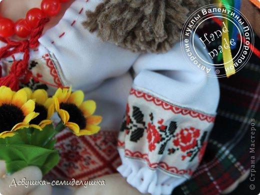 """Родину не выбирают! """"Украиночка"""" приносит удачу и поддержку тем, кто по каким-то причинам оказался далеко от Украины, но иногда тоскует по родной стороне. А еще - туристам, которые побывали в нашей прекрасной стране и мечтают приехать сюда еще раз.  Очередная куколка - """"Украиночка-7"""". (да-да, уже седьмая по счету!"""" Сделана в подарок моей любимой свахе. фото 4"""
