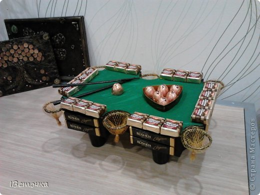 По случаю юбилея у брата соорудила такой столик. может кому-то будет интересен мой вариант украшения фото 3