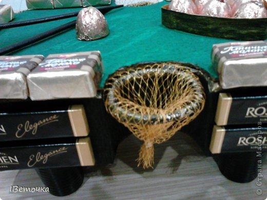 По случаю юбилея у брата соорудила такой столик. может кому-то будет интересен мой вариант украшения фото 4
