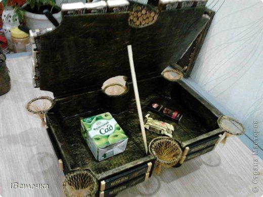 По случаю юбилея у брата соорудила такой столик. может кому-то будет интересен мой вариант украшения фото 10