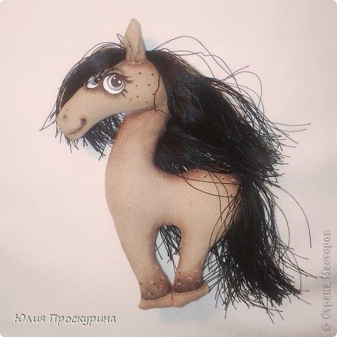 Игрушка Мастер-класс Новый год Шитьё Изготовление текстильной лошадки - символа 2014 года Ткань фото 22