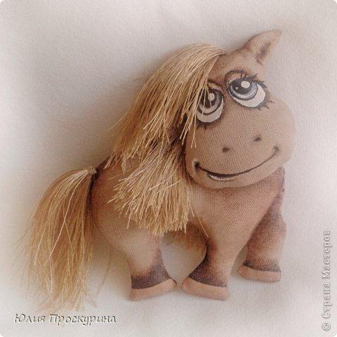 Игрушка Мастер-класс Новый год Шитьё Изготовление текстильной лошадки - символа 2014 года Ткань фото 24