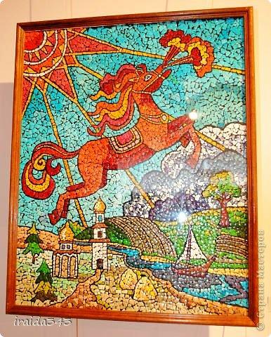 Ежегодно у нас в городе проходит конкурс ДПИ. В этом году он был посвящен образу коня. На кануне года Лошади, решила показать разнообразие техник, с помощью которых можно выполнить символ будущего года. фото 9