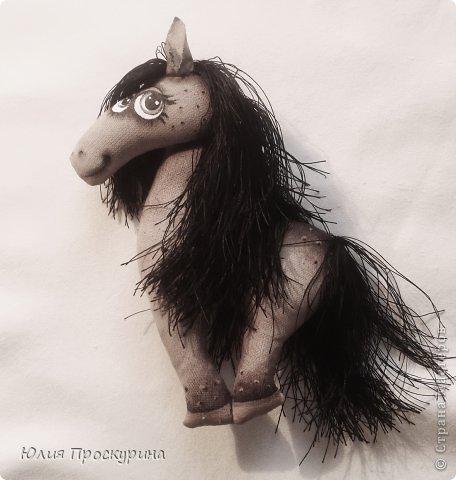 Игрушка Мастер-класс Новый год Шитьё Изготовление текстильной лошадки - символа 2014 года Ткань фото 23