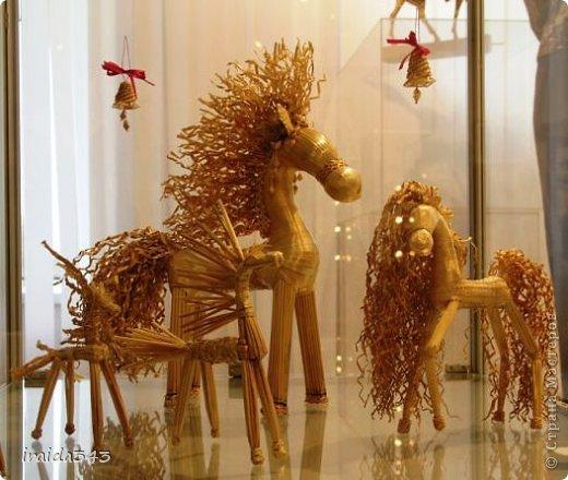 Ежегодно у нас в городе проходит конкурс ДПИ. В этом году он был посвящен образу коня. На кануне года Лошади, решила показать разнообразие техник, с помощью которых можно выполнить символ будущего года. фото 3