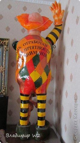 Клоун. Папье-маше. Руки на шарнирах. Высота 110 см. Вес брутто: 7 кг. фото 2