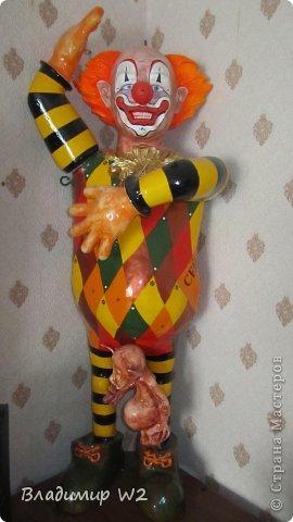 Клоун. Папье-маше. Руки на шарнирах. Высота 110 см. Вес брутто: 7 кг. фото 1