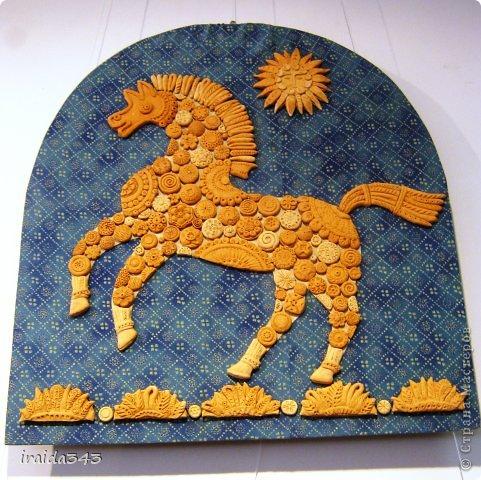 Ежегодно у нас в городе проходит конкурс ДПИ. В этом году он был посвящен образу коня. На кануне года Лошади, решила показать разнообразие техник, с помощью которых можно выполнить символ будущего года. фото 20