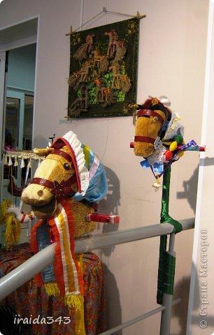 Ежегодно у нас в городе проходит конкурс ДПИ. В этом году он был посвящен образу коня. На кануне года Лошади, решила показать разнообразие техник, с помощью которых можно выполнить символ будущего года. фото 31
