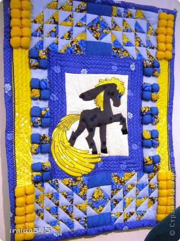 Ежегодно у нас в городе проходит конкурс ДПИ. В этом году он был посвящен образу коня. На кануне года Лошади, решила показать разнообразие техник, с помощью которых можно выполнить символ будущего года. фото 30
