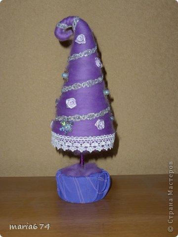 Добрый день!Вот я и начала подготовку подарков к Новому году.Долго нерешалась сделать елку из шерсти,и вот наконец натворила.