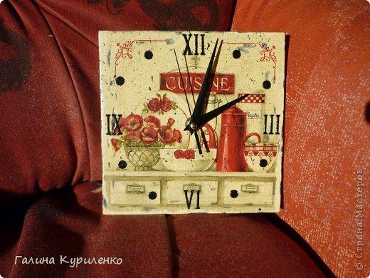 """Уважаемые жители СМ! Представляю вашему вниманию двое  часов.  Первые часы - """"Венеция"""". Распечатка, вместо цифр бусины и стеклянные «полушарики» фото 5"""
