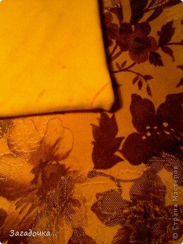 берём жёлтую ткань, кладём на неё крышку, обводим ручкой... фото 5