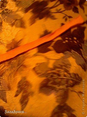 берём жёлтую ткань, кладём на неё крышку, обводим ручкой... фото 7