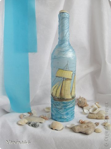 """Бутылка  """"Под парусами"""".  Весело и легко мчится по надутыми парусами легкий  веселый парусник.  Высокое голубое небо и спокойное  прозрачное море несут его к далекой  и радостной мечте.... фото 1"""