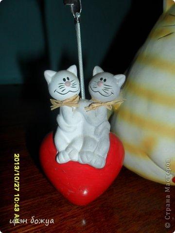 Я любительница кошек. С тех пор как вышла замуж(24 года назад) столько же у меня живут коты.Всегда. разные но есть. Про Ваську,Барсика и Кузю я уже писала(см.блог). Решила показать свою маленькую коллекцию кошек, которые у меня дома и на работе. фото 3