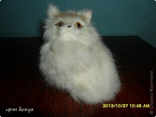 Я любительница кошек. С тех пор как вышла замуж(24 года назад) столько же у меня живут коты.Всегда. разные но есть. Про Ваську,Барсика и Кузю я уже писала(см.блог). Решила показать свою маленькую коллекцию кошек, которые у меня дома и на работе. фото 11