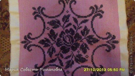 Здравствуйте, Мастера и Мастерицы))) Вот до вышивалась у меня вот такая наволочка на подушку)))  Размер: 54х56 см)))) Обратную сторону пока еще не придумала(((  Вышивала на крупной канве пряжей))) фото 1