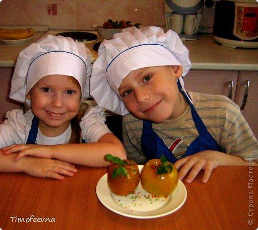 """Привет всем любителям вкусненького!! Мои маленькие поварята приготовили вам маленький и вкусненький сюрприз. Холодный десерт (почти мороженое), который они назвали """"Оранжевые фонарики""""."""