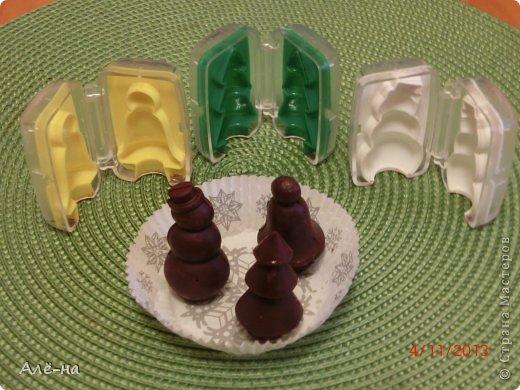 Мне подарили вот такие чудесные формы для шоколада или марципана. Решила попробовать заранее, чтобы перед праздником быть уверенной ,что они не подведут. Получились чудесные фигурки ,можно было еще украсить их ,но я так тороплюсь поделиться....))))