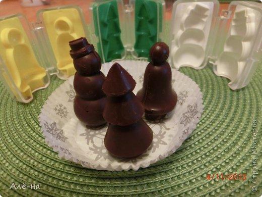 Мне подарили вот такие чудесные формы для шоколада или марципана. Решила попробовать заранее, чтобы перед праздником быть уверенной ,что они не подведут. Получились чудесные фигурки ,можно было еще украсить их ,но я так тороплюсь поделиться....)))) фото 15