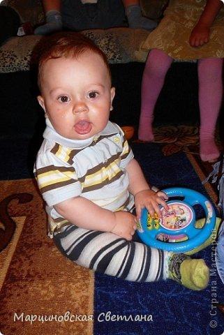 Всем, всем, всем привет!!!! 11 июня - День Рождение моего старшего сынишки Янчика! В этом году ему исполнилось 4 года. Сначала думала позвать детишек куда-нибудь в центр поиграть, а потом подумала лето, тепло, проведу-ка я сама!!! К сожалению на улице целый день шёл дождь, поэтому праздновали ДР дома. Праздник решила провести в стиле смешариков, так как этот мультик все знают и очень любят! Благодаря интернету нашла очень много разных и интересных идей, выбрала на свой взгляд самое лучшее и весёлое для 4-летних детишек и провела, в паре со своим папой, весёлый незабываемый праздник!!! С вами хочу поделиться сценарием, может быть кому-нибудь и пригодится!!!! Кстати торт пекла сама! фото 6
