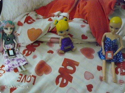 В один день Рошель , Боня и Лида сидели в ПК ! Л-(мило хихикнула) Р-Ты чего ? Л-В смысле ?  Р-Да ладно проехали ! Б-Мам чего ты там делаешь ?