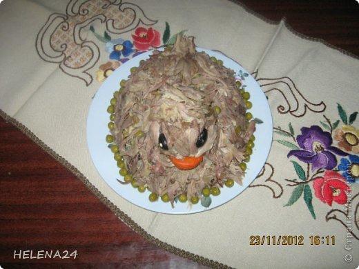"""Как украсить салат с мясом утки?Сделать"""" утку"""".Утка получилась недовольная ,видимо чуела ,что долго ей не жить... фото 2"""